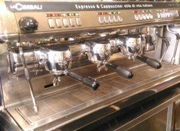 Wine bar caffetteria con prodotti salutistici