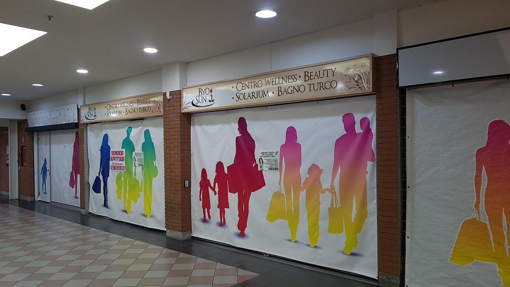 """Locale presso il centro commerciale """"IL FARO"""""""