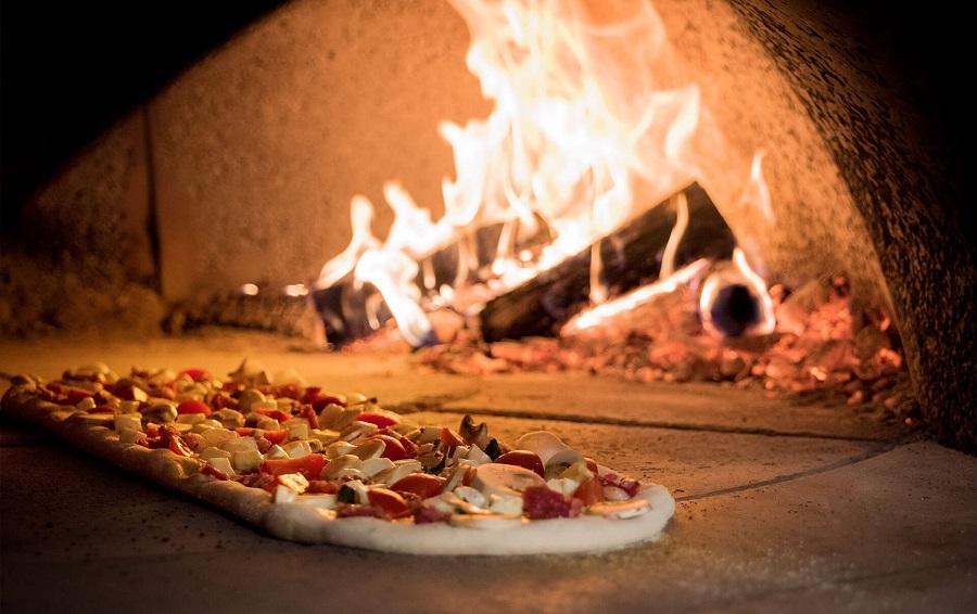 Bar pizzeria e trattoria con appartamento